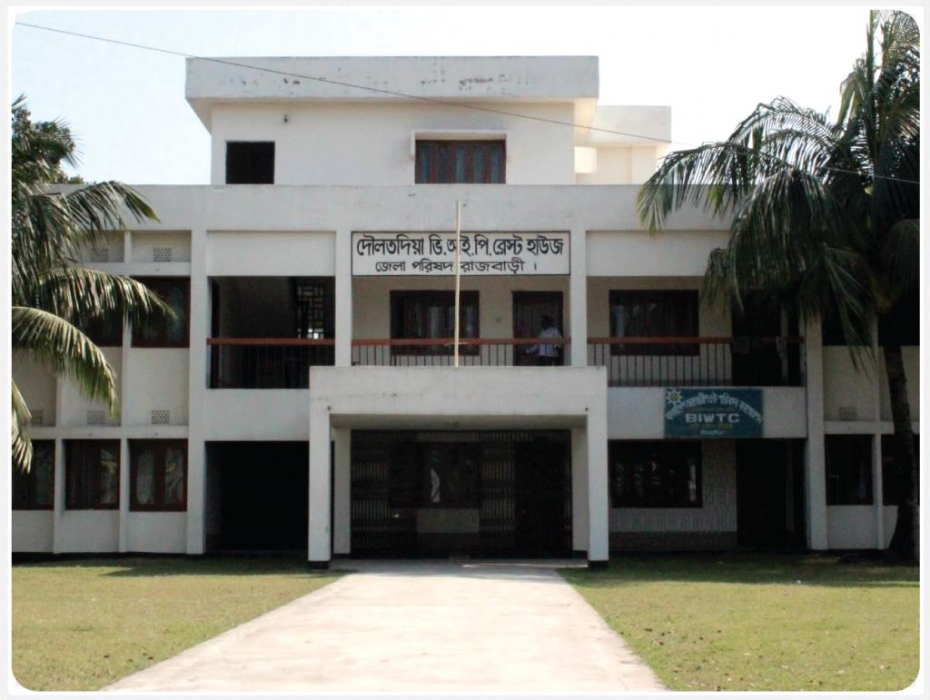 দৌলতদিয়া ভি.আই.পি রেস্ট হাউজ, রাজবাড়ী। ফোন নম্বর: ০১৭১৯ ৬২৭০৯৭